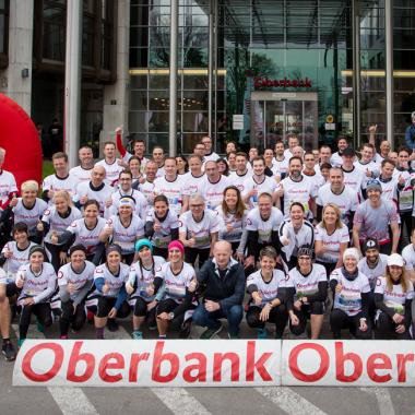 Oberbank-Mitarbeiterinnen vor dem Start des Oberbank Linz-Donau Marathons 2019 (Fotoquelle: Fotolui)