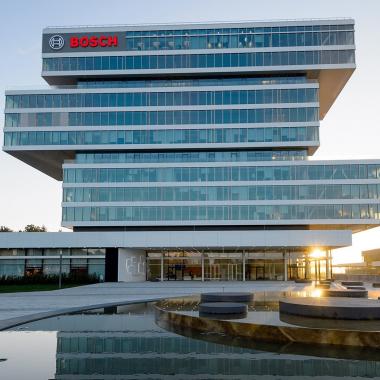 Als führender Anbieter im Internet der Dinge (IoT) bietet Bosch innovative...