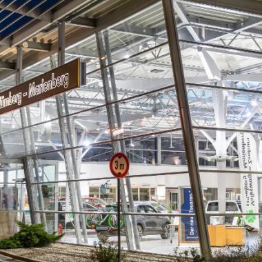 Noch ist es ruhig im Verkaufsraum des Volkswagen Zentrum Nürnberg-Marienberg GmbH... Das ändert sich nach Öffnung jedoch schnell!