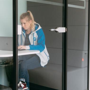 Wer sich zurückziehen mag, findet einen Platz in unseren Boxen oder dem Quiet Working Room