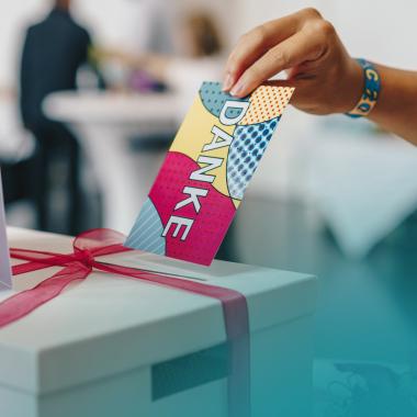 Die kleinen Gesten machen den Unterschied! Wir nutzen jede Gelegenheit, um unseren KollegInnen auch mal Danke zu sagen - und sei es durch eine liebe Dankes-Karte per Hauspost!