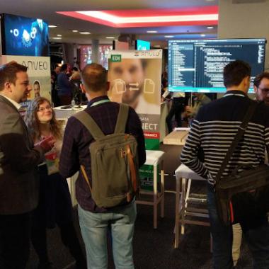 Mal ist es auf den Konferenzen ein erstes Kennenlernen, mal geht es richtig in die Details. Hier in Antwerpen, Belgien.
