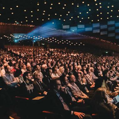 Anveo als Gold Sponsor der Konferenz Directions EMEA - drei Tage Programm mit Gesprächen, Vorträgen und Party