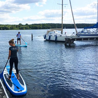 Wie wäre es mit einem Meeting auf dem Wasser mit unseren Stand-Up Paddling Boards?!