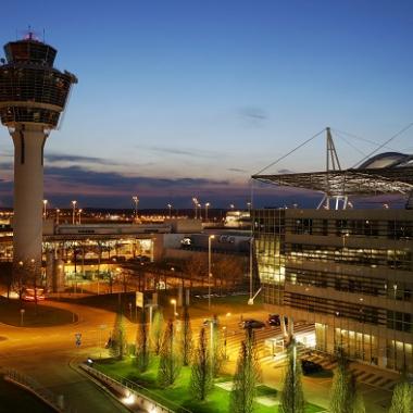 Der Flughafen München ist eine Erfolgsgeschichte seit mehr als 20 Jahren. Dynamisches Wachstum, starke Partnerschaften, Innovationen: Das M ist einzigartig, als Flughafen, als Unternehmen und als ...