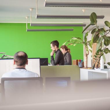 Im Teamspace können unsere Consultants je nach Projekt und Zusammenarbeit  ihren Arbeitsplatz flexibel wählen.