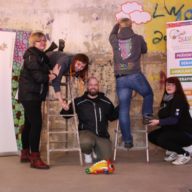 Das Pressefoto in der Ostsee- Zeitung - Jugendhilfe ist Alles, von oben nach unten, wir suchen Menschen mit Humor und Durchhaltevermögen.