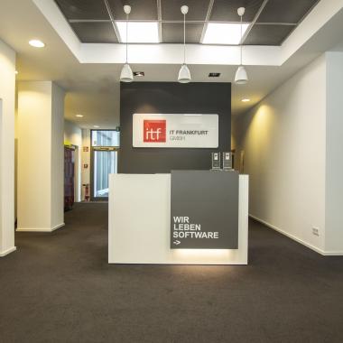Willkommen bei IT Frankfurt! Tritt ein und bring Kreativität mit herein! #Software #Innovation #ITFrankfurt
