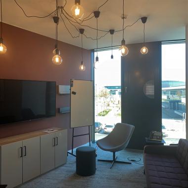 Neben den klassischen Konferenzräumen sind unsere Besprechungsräume gesellig und in entspannter Atmosphäre gestaltet.