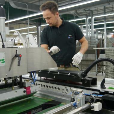Dieses Bild zeigt eine unserer Siebdruckmaschinen.