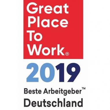 """Unsere Mitarbeiter/-innen finden. """"Dies ist ein sehr guter Arbeitsplatz"""". So sind wir bereits zum dritten Mal unter den Top 100 Arbeitgebern als """"Great Place to Work"""" ausgezeichnet worden."""