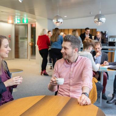 Vernetzbereiche im Head Office mit gratis Kaffee und Tee