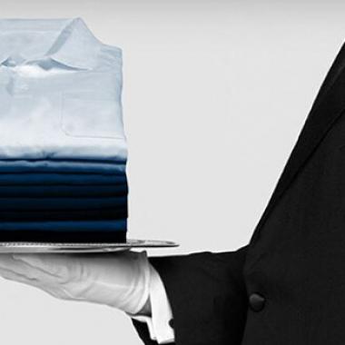 Bekleidungsausgabe Die Reinigung von Berufsbekleidung ist bereits zu einem Großteil automatisiert und ist meist an externe Dienstleistungsunternehmen ausgelagert.