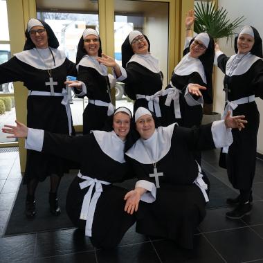 Am Faschingdienstag werden die Narren losgelassen - Hier unsere Nonnen aus der Personalverrechnungs-Abteilung