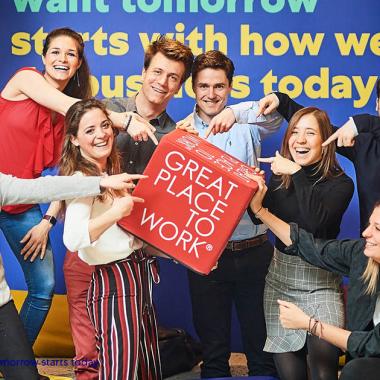 """Wir sind stolz auf einen zweiten Platz bei """"Deutschlands Beste Arbeitgeber"""" von Great Place to Work 2020."""