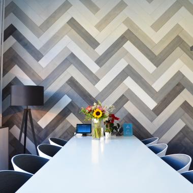Arbeite mit deinen Kollegen in gemütlicher Atmosphäre in unseren modernen Meetingräumen.