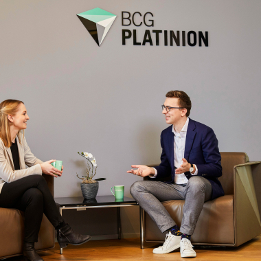 Enjoying a cup of coffee and having a chat are an essential part of our everyday work at BCG Platinion.