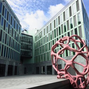 Markante Architektur: Die Häuser C & D der VGH Direktion in Hannover in der Rückansicht.