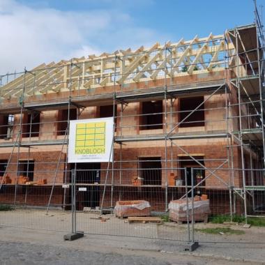 Der Neubau der Dependance der Geschäftsstelle in Stralsund entsteht.