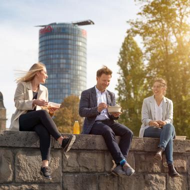 Mittagspause am Rhein in Düsseldorf