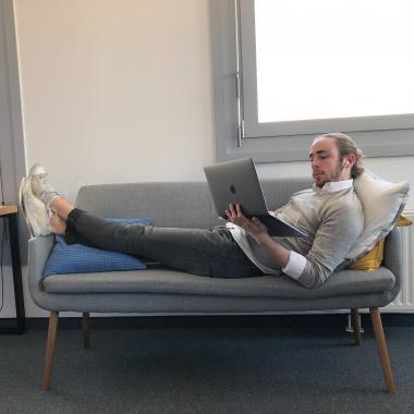 Im Sitzen, Liegen oder Stehen? In welcher Position bist du am produktivsten?