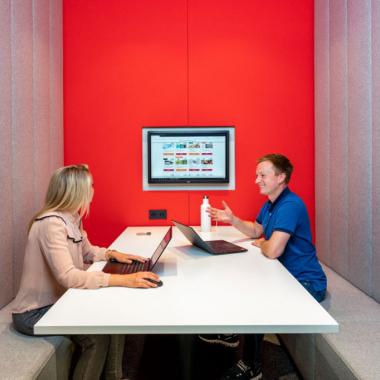 Eine unserer unzähligen Besprechungsmöglichkeiten im Büro.