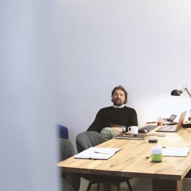 Chefetage ist bei uns nicht. Alle sitzen in einem Boot – und auch mal im selben Büro.
