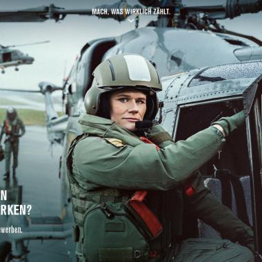 Als Offizier sind Sie Soldatin bzw. Soldat und Führungskraft. Direkteinstieg für Berufserfahrene oder Offiziersausbildung mit Studium. Mehr unter https://www.bundeswehrkarriere.de/#FÜHREN