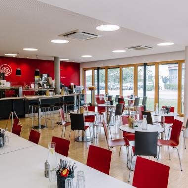Stärkung gibt's in unserem Culinarium - oder an der Bowl-Theke im Hauptgebäude IC1.