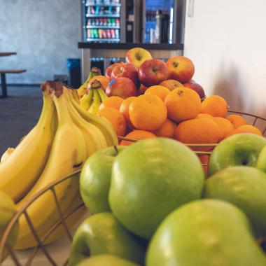 Frisches Obst im Aufenthaltsraum