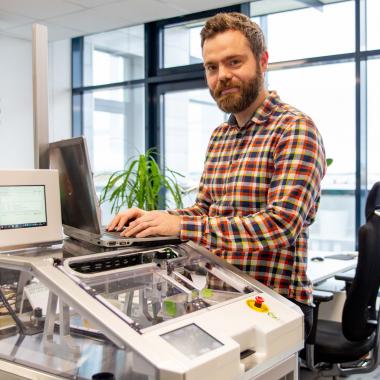 Die EUROIMMUN Software-Medizinprodukte erleichtern vielen Laboren weltweit den Arbeitsalltag. Aus einer Vielzahl von Anwendersoftware erstellen wir individuelle Automatisierungskonzepte.