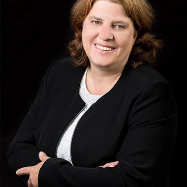 Anette Salomon-Hütt, Personalsachbearbeiterin