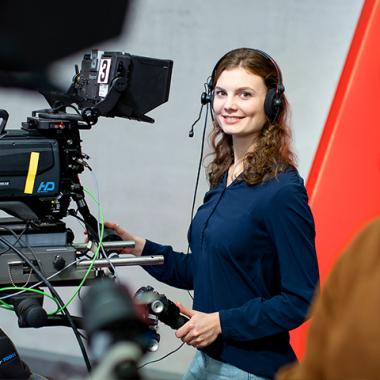 Ausbildung Mediengestalterin, Foto: WDR/Michael Schwettmann