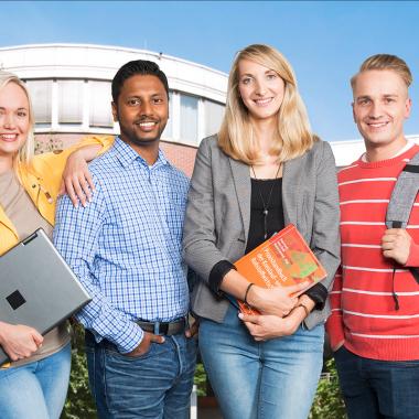 Wir bieten Hochschulabsolventen ein individuell auf sie zugeschnittenes Traineeprogramm mit besten Chancen auf eine Festanstellung.