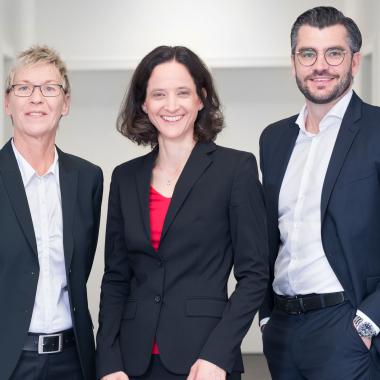 Geschäftsführung: Bettina Drews, Dr. Melanie Peterhoff, Simon Blatzheim