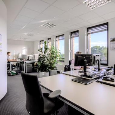 Moderne Arbeitsplätze und Büros