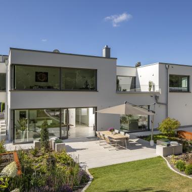 Unsere Wohnbau- Architekten planen individuell nach den Wünschen der Bauherrschaft, unsere Bauleiter führen in Massivbauweise aus. Eine intensive persönliche Betreuung gehört für uns immer dazu.