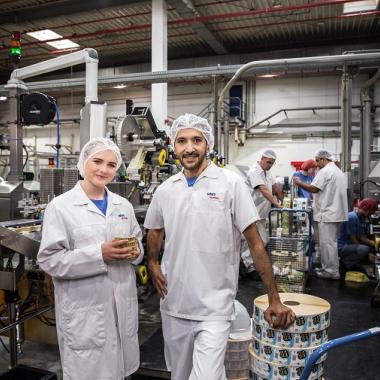 Einzigartiger Maschinenpark, enorme Kapazitäten und ein hoher Qualitätsanspruch: Einblick in den Bereich Produktion/Etikettierung.