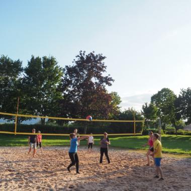 Unsere Volleyball Mannschaft im Einsatz. #amscaneurope #beach #summer #sun #volleyball #team
