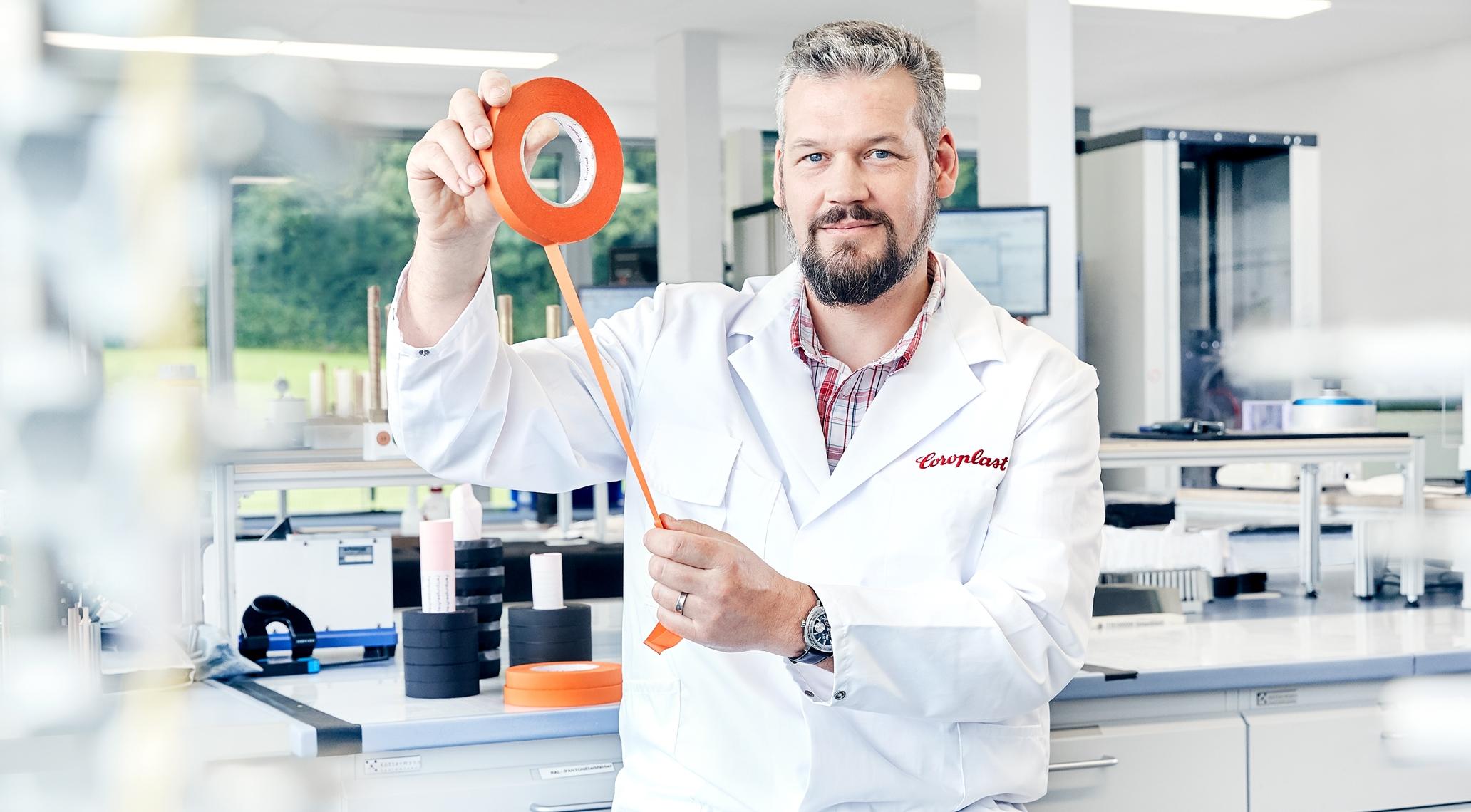 Qualitätstechniker im Geschäftsbereich der Technischen Klebebänder