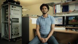 Hilal Mohammed, Applikationsingenieur, über seinen Weg vom Student über die Diplomarbeit zum Festangestellten.