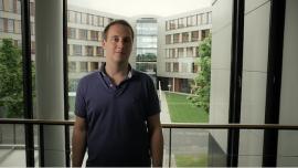 Matthias Schmitz, Softwareentwickler CRTI, über Kundenprojekte und Einarbeitungsphase.