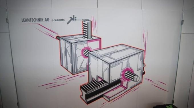 Tape-Art auf dem LEANTECHNIK-Messestand auf der Automatica.