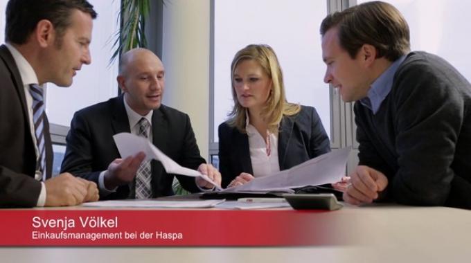 Svenja Völkel arbeitet seit über zehn Jahren bei der Hamburger Sparkasse.