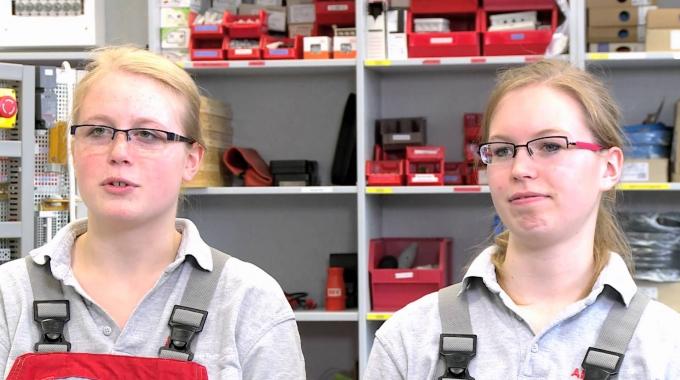 Laura+Nora machen bei ABB eine Ausbildung zur Elektronikerin für Betriebstechnik © 3bTV