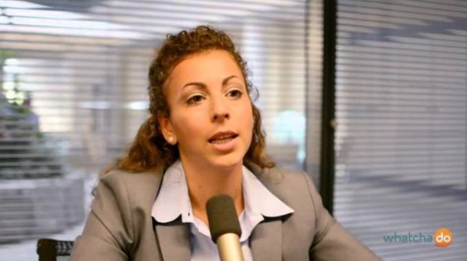 Finanzthemen auf den Punkt gebracht - Adeline Brandtner über ihren Beruf