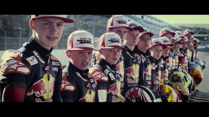 Helmets for the world's fastes teens -  Red Bull MotoGP Rookies Cup 2016 - SCHUBERTH