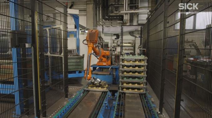Roboterführungssystem PLB positioniert Abgaskrümmer bei Georg Fischer (Österreich) | SICK AG
