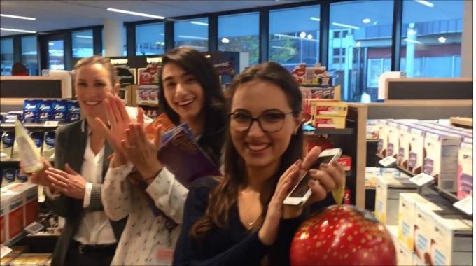 Nestlé stellt sich der Mannequin Challenge! Der Trend hat auch das Nestlé-Team erfasst ...