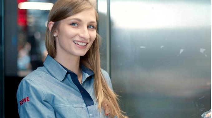 Sabrina über ihre Teilzeitausbildung zur Kauffrau im Einzelhandel I REWE Karriere